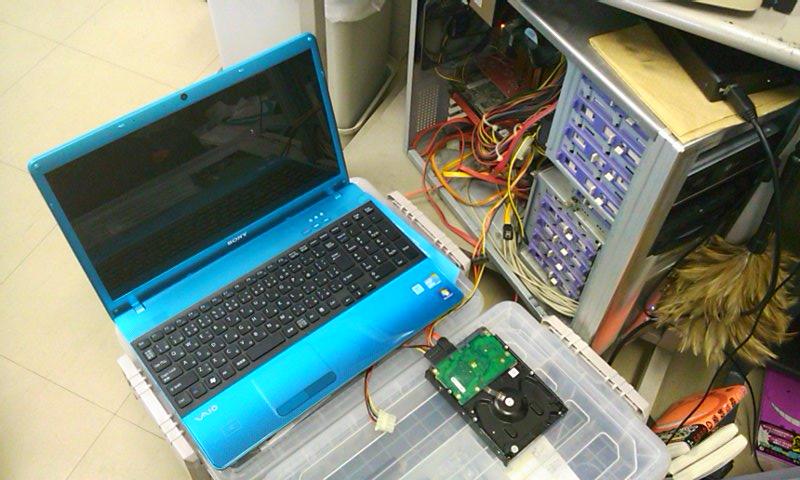 3.5インチHDDの電源をデスクトップから取る。