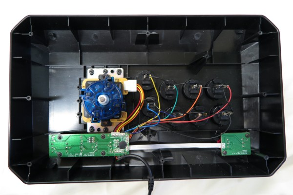 裏蓋を開けてボタンとスティックを換装したところ